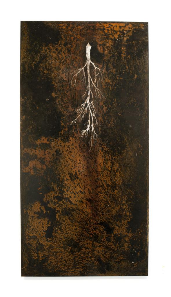 """(Verkocht) """"Fossus III"""" 2012. Roestvorming, Oost-Indische inkt, staal. L 100cm, B 50cm."""