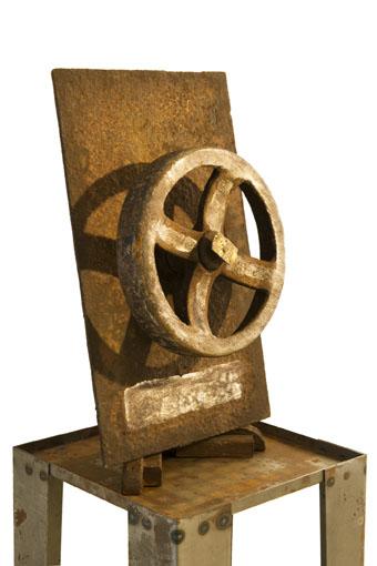"(verkocht) ""Reprogress II"" 2011. Roestig staal, bladzilver, bladgoud. L 23cm, B 23cm."