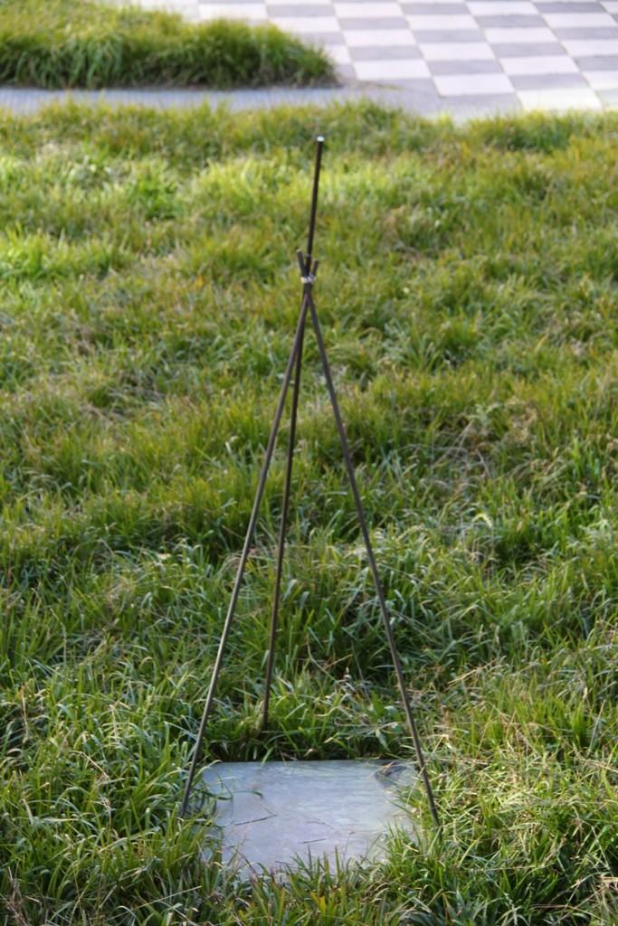 """""""Reprogress V"""" 2011. Roestig staal, zilver. L120cm, B 120cm, H250cm (gemaakt voor expositie """"De Stad"""" CBK ZO, Amsterdam)"""