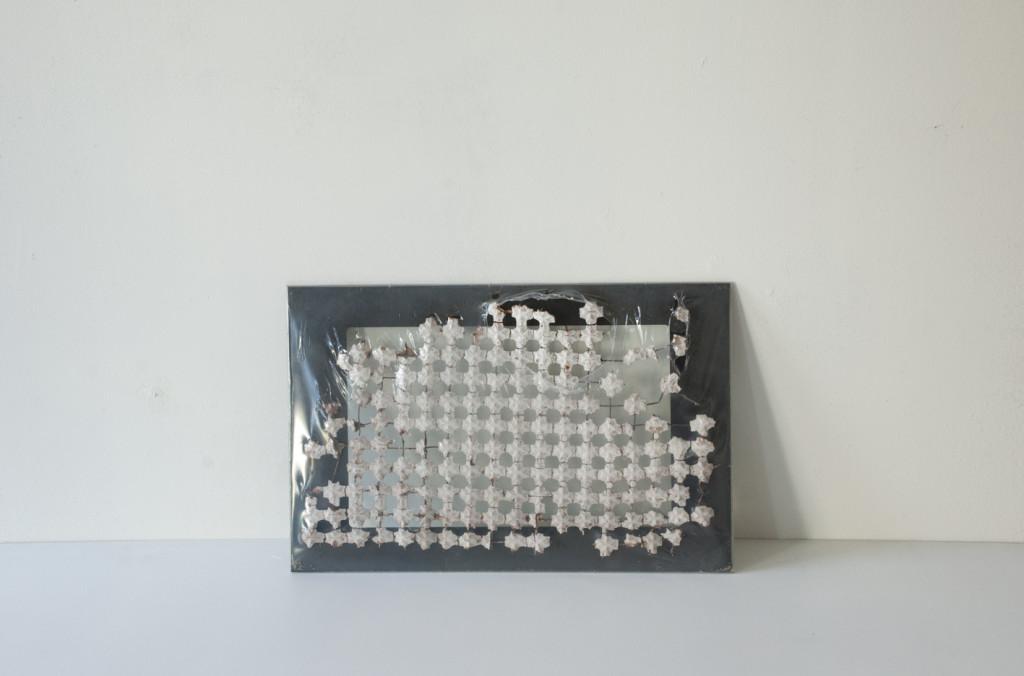 Stratugem VIII, 2016. Glas, plastic, betonmat. L 25cm B 39cm D 6cm