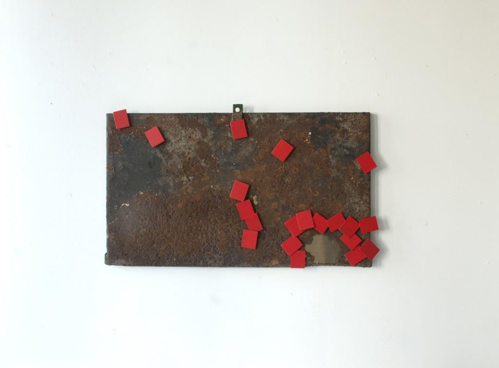Stratugem VI, 2016. Staal, messing, magneten, lak. L 45cm B 73cm D 5cm